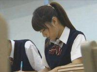 図書館で変態のオジサンに狙われた真面目な女子学生