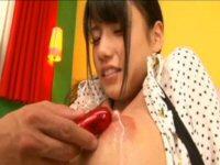 巨乳ロリっ子の乳首から溢れる母乳ww