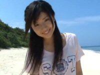 岡安麗奈、少女と青い海