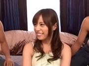 「瑠川リナ、初めての乱交(5P)に緊張気味な表情がリアル!」のキャプチャー画像
